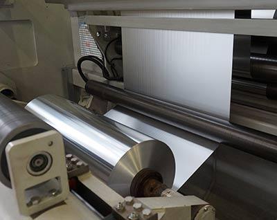Wir liefern Aluminiumfolie in 6,3-4000 µ x 20-2000 mm.