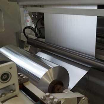 Wir führen Folien, Bänder und Bleche aus Aluminium, Edelstahl, Elektrolyt-Kupfer, PET/PE/PP Kunststoff, Papier sowie Verbundfolien.
