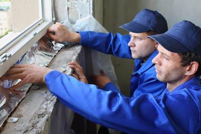 Schmale Aluminiumbänder, wie sie in der Bauindustrie benutzt werden.